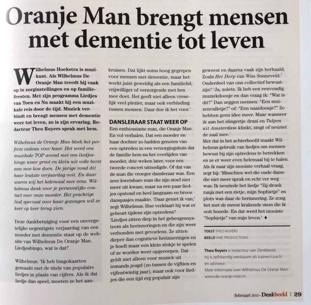 Oranje man brengt mensen met dementie tot leven - liedjesbingo
